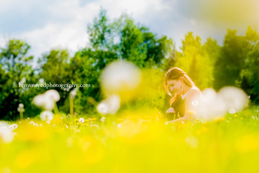maternity-photography-session-dandelion-field